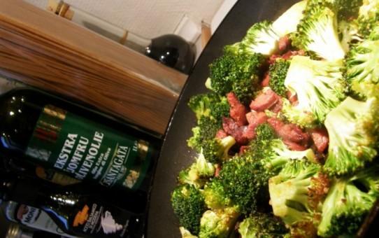 Hurtig spaghetti carbonara med broccoli