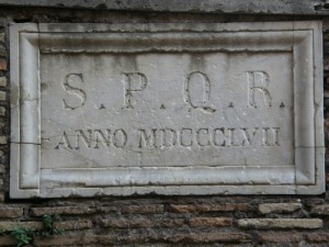 Hvad betyder S.P.Q.R. ?