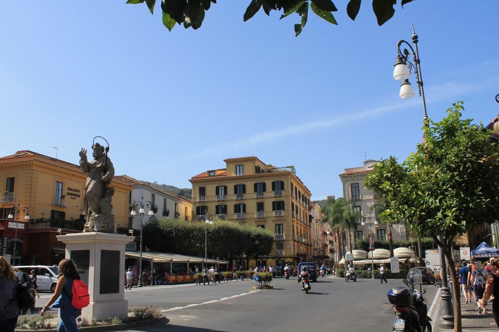 Piazza Tasso - den centrale plads i Sorrento
