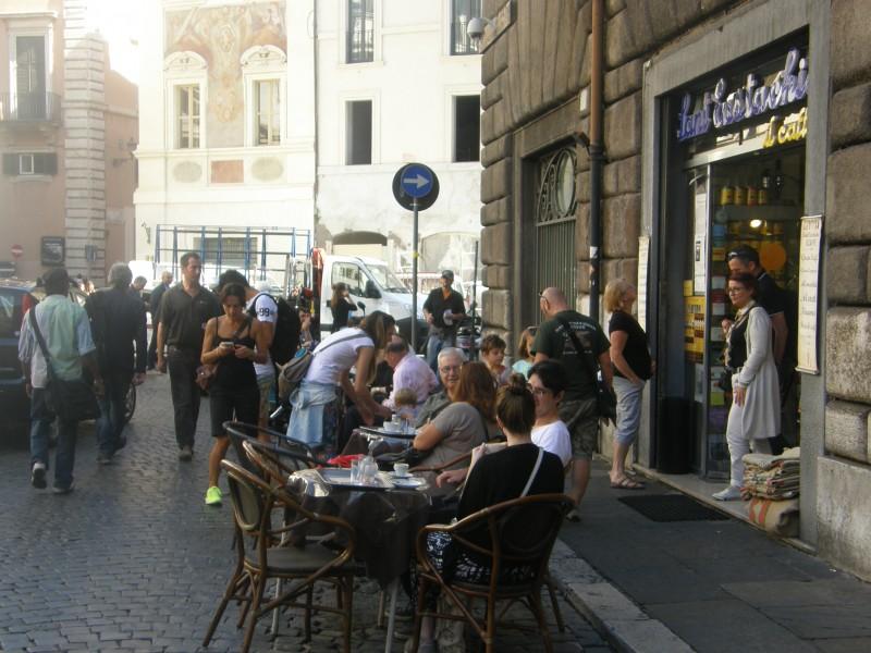 Espressoen kan nydes uden for caféen