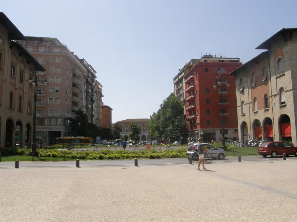 Banegården ved Piazza Vittorio Manuele i Pisa