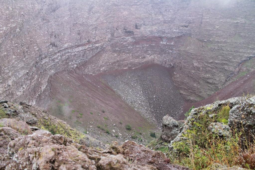 Et kig ned i krateret