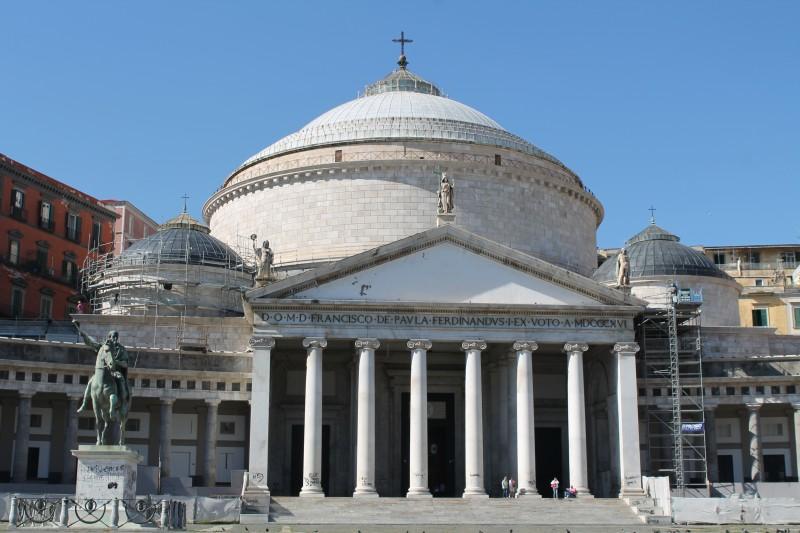 Piazza del Plebiscito med Basilica di San Francesco di Paola ii Napoli