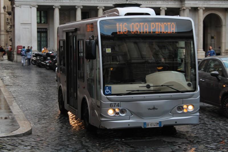 En af Roms små charmerende busser