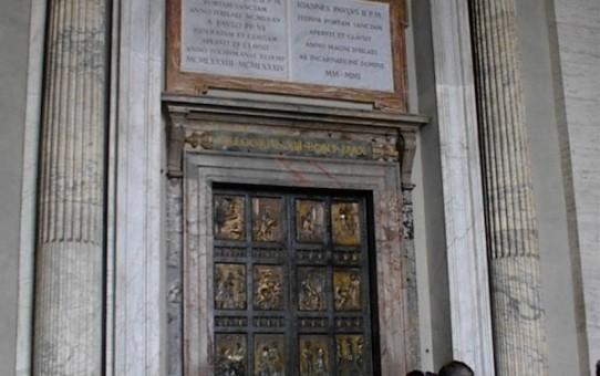 Skal du gå gennem Porta Santa i Peterskirken ?