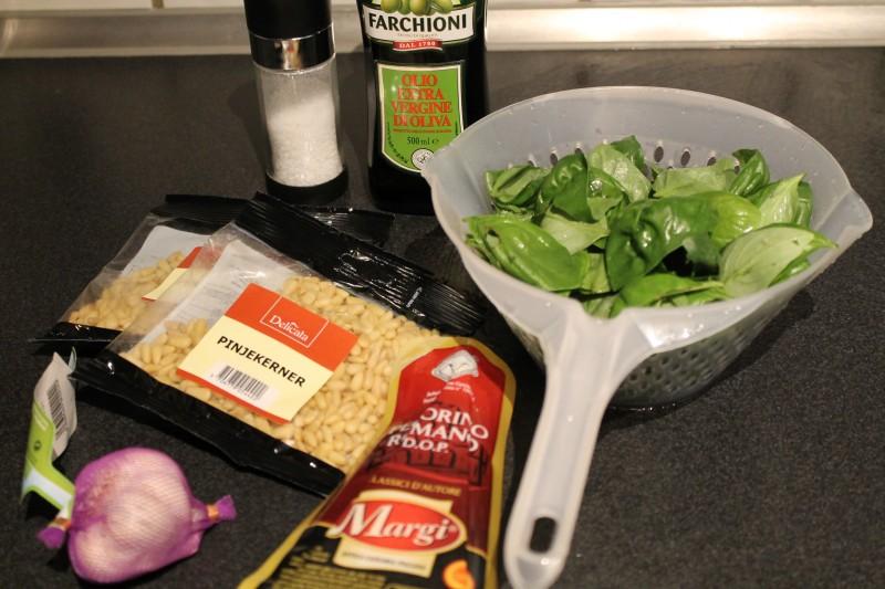 Ingredienser til pesto - sådan gør du