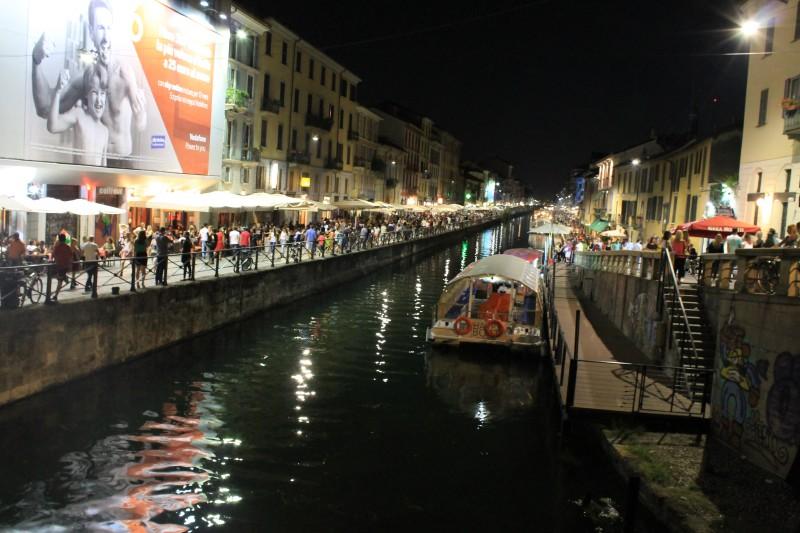 Aftenstemning ved kanalerne i Milano