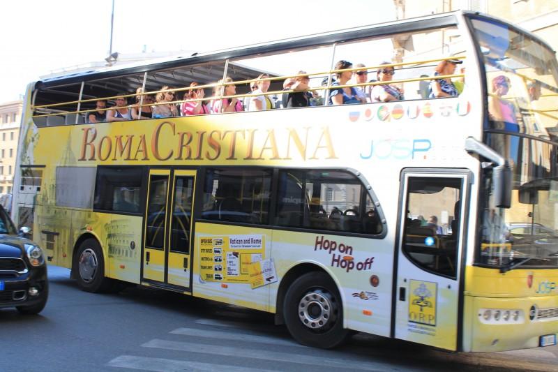 Roma Cristiana turistbusser rundt i Rom