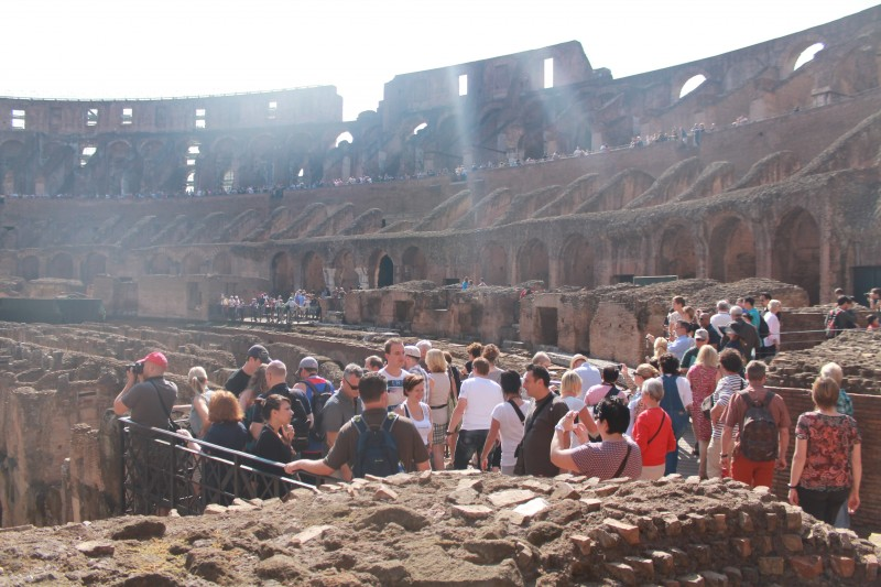 INSIDE Colosseum på en solrig dag