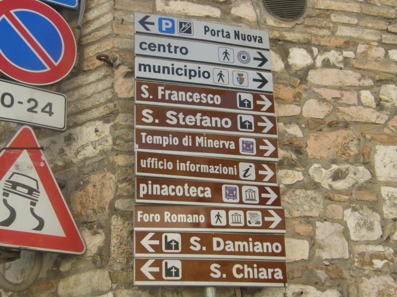 Skiltning i Assisi
