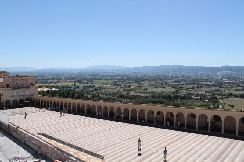 Smuk udsigt over området fra Piazza Inferiore di San Francesco