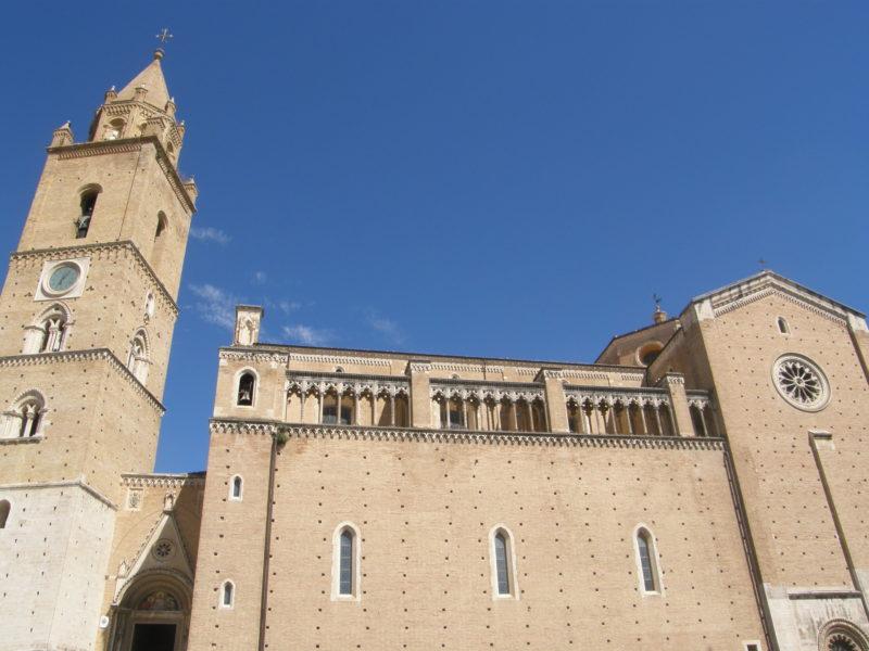 Den imponerende San Giustino katedral i Chieti