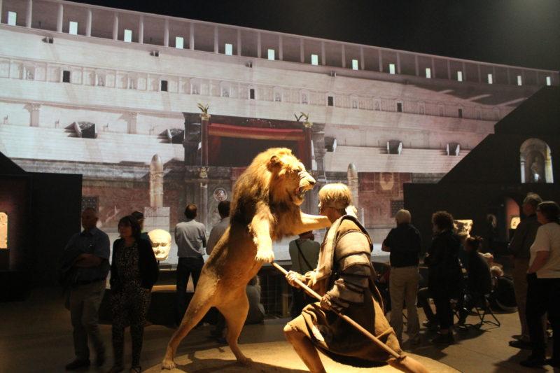 Duel i arenaen mellem gladiatoren og løven