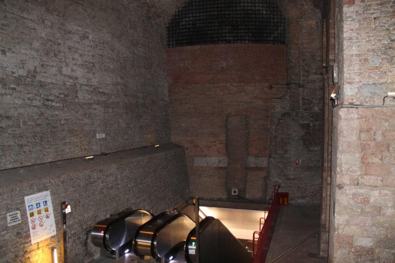 De rullende trapper inde i Rocca Paolina-fæstningen