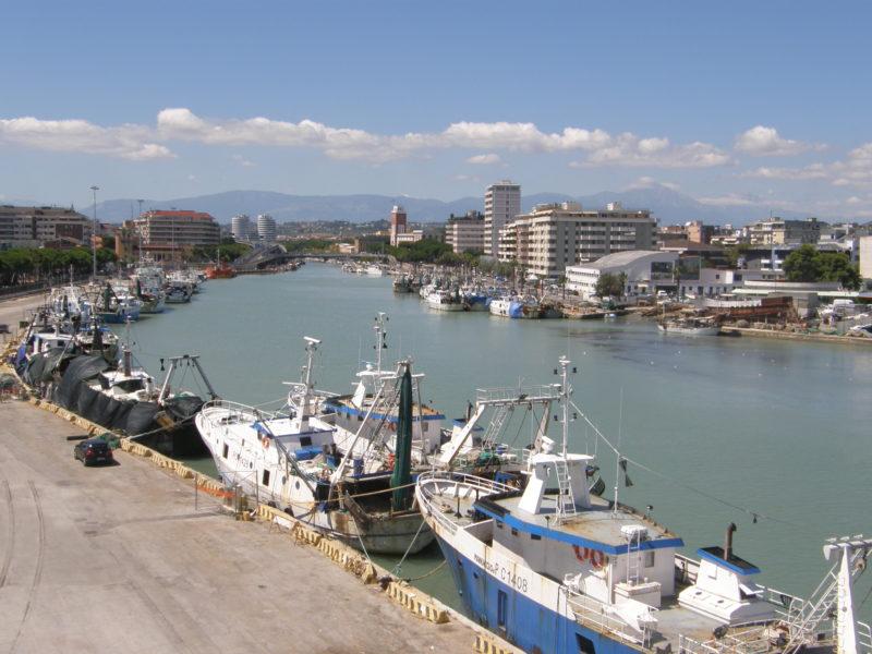 Fiume Pescara - floden der løber gennem byen