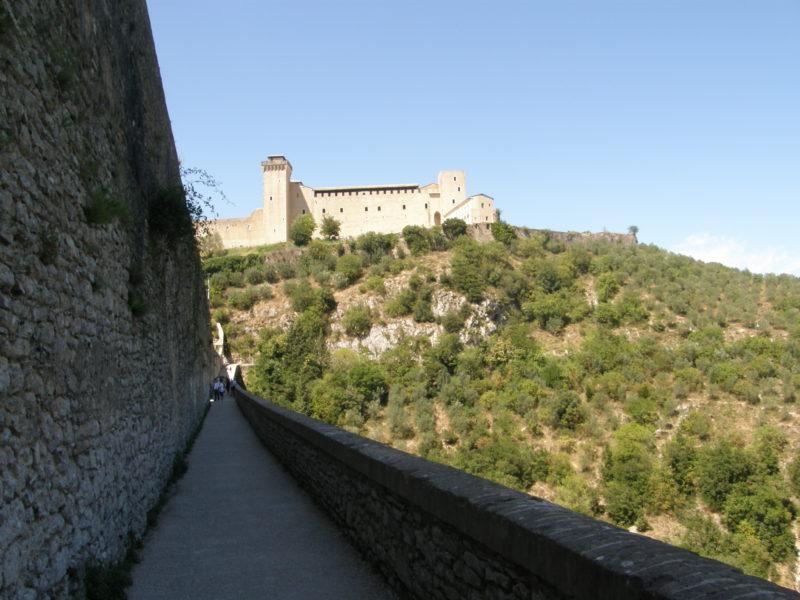 Fæstningen set fra tårnbroen i Spoleto