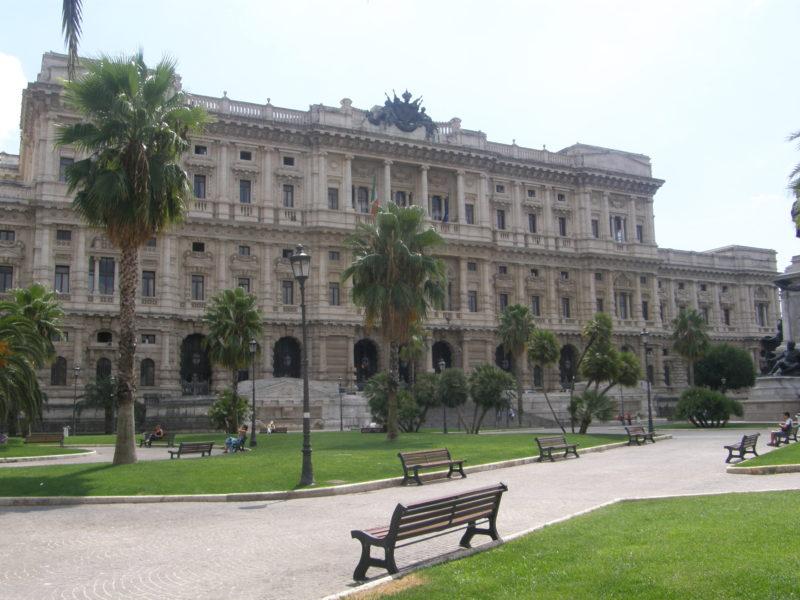 Justitspalæets bagside på Piazza Cavour