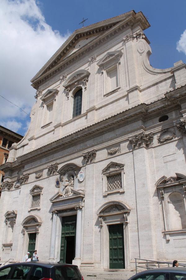 Kirkens facade ud mod Via Conciliazione