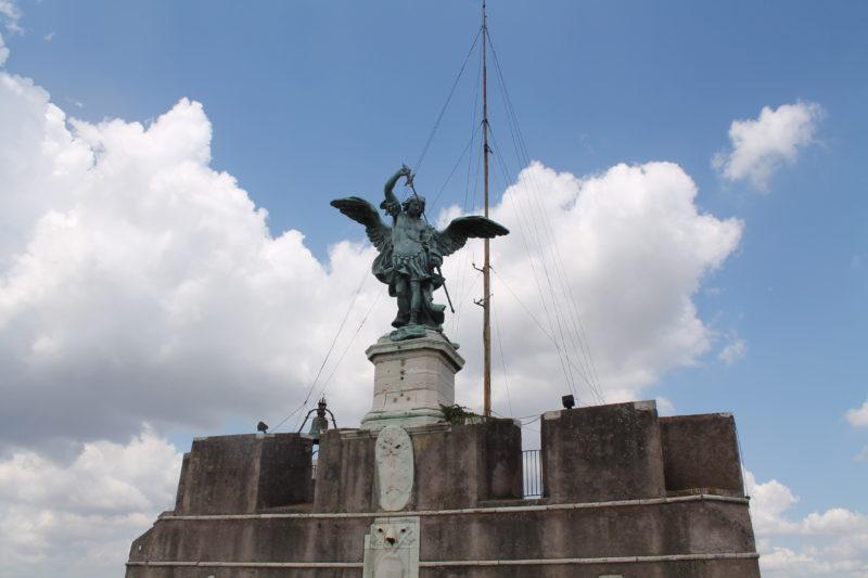 Ærkeenglen Michael på toppen af Engelsborg
