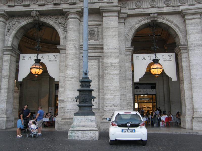 Indgangen til Eataly på Piazza Repubblica