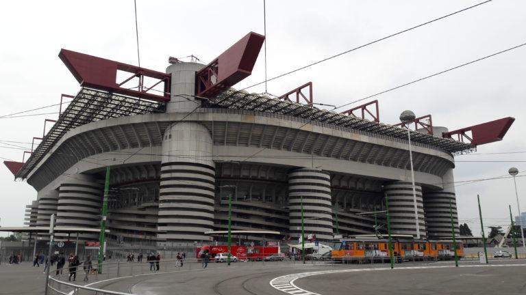 Til fodbold i Milano