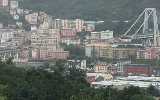 Nu opføres den nye bro i Genova