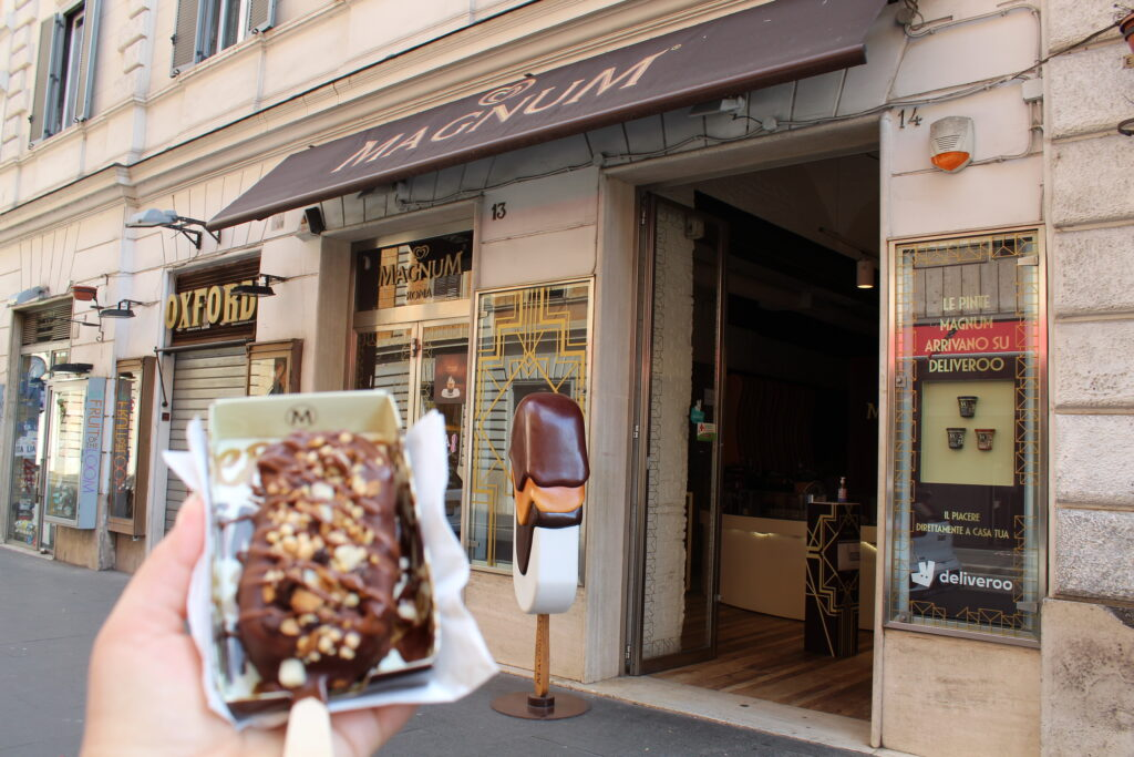 Magnum Store i Via Tomacelli ved Corsoen